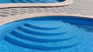 Чаша бетонного бассейна